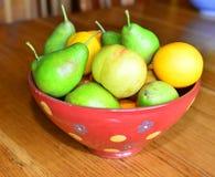 Frukt i en bunke Arkivfoton