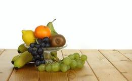 Frukt i en exponeringsglasbunke royaltyfria bilder