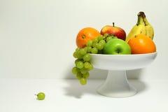 Frukt i en fruktbunke Arkivbild