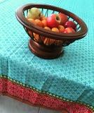Frukt i en korg Royaltyfri Fotografi