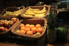 Frukt i korgar Fotografering för Bildbyråer