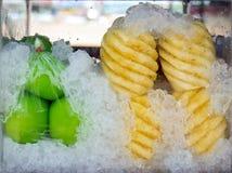Frukt i kylare Fotografering för Bildbyråer
