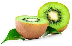 frukt isolerad kiwi Två halvor av mogna saftiga kiwies med gräsplan Arkivfoto