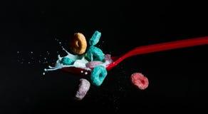 Frukt kretsar mjölkar färgstänk Arkivfoto