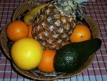 Frukt med korgen Royaltyfria Bilder
