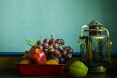 Frukt och alldeles arkivbild
