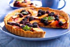 Frukt och bär som är syrliga på plattan Royaltyfri Foto