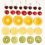 Frukt- och bärskönhetstilleben arkivbilder