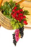 Frukt- och blommakorg Royaltyfri Bild