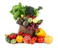 Frukt och grönsakcollage på krukan på vit bakgrund royaltyfria bilder