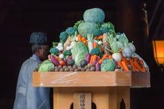 Frukt och grönsaken i en japansk bröllopceremoni på Meiji-jingu förvarar Royaltyfri Bild