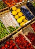Frukt och grönsaken shoppar Arkivfoto
