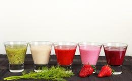 Frukt- och grönsaksmoothies för frukost Arkivbild