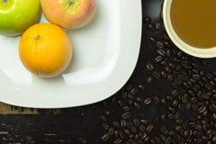 Frukt och kaffe Arkivfoton