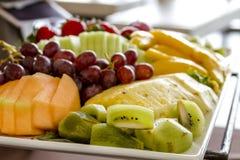 Frukt- och ostmagasin på skärm fotografering för bildbyråer