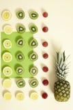 Frukt på färgglad bakgrund Royaltyfri Fotografi