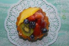 Frukt som är syrlig på blåttbräde Arkivfoto