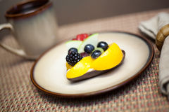 Frukt som är syrlig på en plätera Royaltyfria Bilder