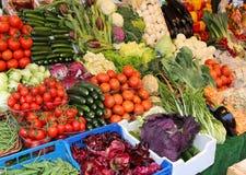 Frukt som är till salu på den lokala marknaden Royaltyfri Foto