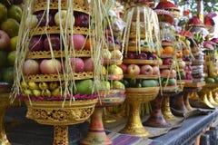 Frukt som erbjuder i Bali Arkivbilder