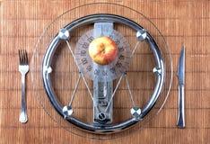 frukt som plattascalevikt Fotografering för Bildbyråer