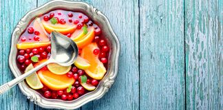 Frukt- stansmaskin i bunke arkivbilder