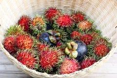 Frukt Thailand i korg Arkivfoton