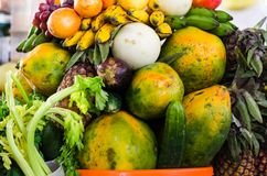 Fruktbakgrund, många nya frukter blandade tillsammans royaltyfria bilder