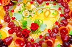 Fruktbröllopstårta fotografering för bildbyråer