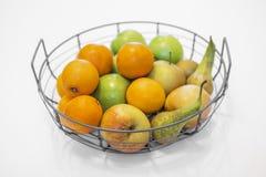 fruktbunke med blandade frukter royaltyfri fotografi