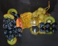 Frukter, candys och honung Fotografering för Bildbyråer