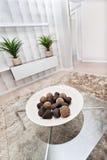 Frukter formad bambu- eller vassgarnering och brun trådsnurrande eller Royaltyfri Foto
