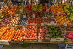 Frukter i den Portobello marknaden i Notting Hill Fotografering för Bildbyråer