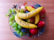 Frukter i en bunke Royaltyfria Bilder