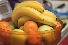 Frukter i en vas i köket Fotografering för Bildbyråer