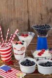 Frukter och glass med 4th det juli temat Arkivfoton