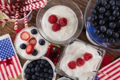 Frukter och glass med 4th det juli temat Royaltyfri Foto