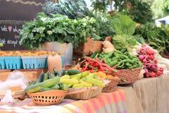 Frukter och grönsaker på marknaden Royaltyfria Foton