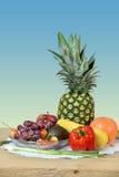 Frukter och grönsaker på tabellen arkivfoto