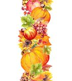 Frukter och grönsaker - pumpa, äpplen, bär, muttrar, höstsidor Sömlös gränsram för tacksägelse stock illustrationer