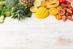 Frukter och grönsaker som är rika i vitamin C Fotografering för Bildbyråer