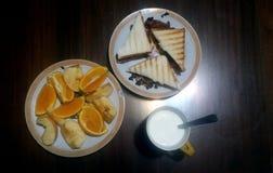 Frukter och smörgås Fotografering för Bildbyråer