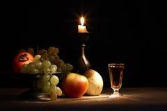 Frukter och stearinljus Royaltyfri Fotografi