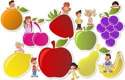 Frukter och tecknad filmbarn Arkivfoto
