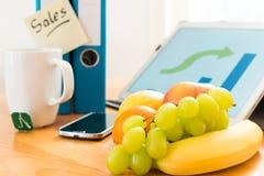 Frukter på arbetsplats Arkivbilder