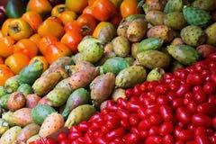 Frukter på en bondemarknad Royaltyfria Bilder