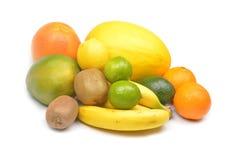 Frukter på en vitbakgrund Arkivfoton