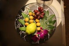 Frukter på plätera Royaltyfri Fotografi