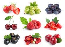 frukter Samling av söta bär på vit arkivbild