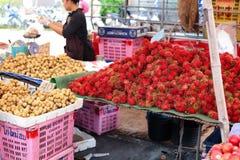 Frukter shoppar Arkivbild
